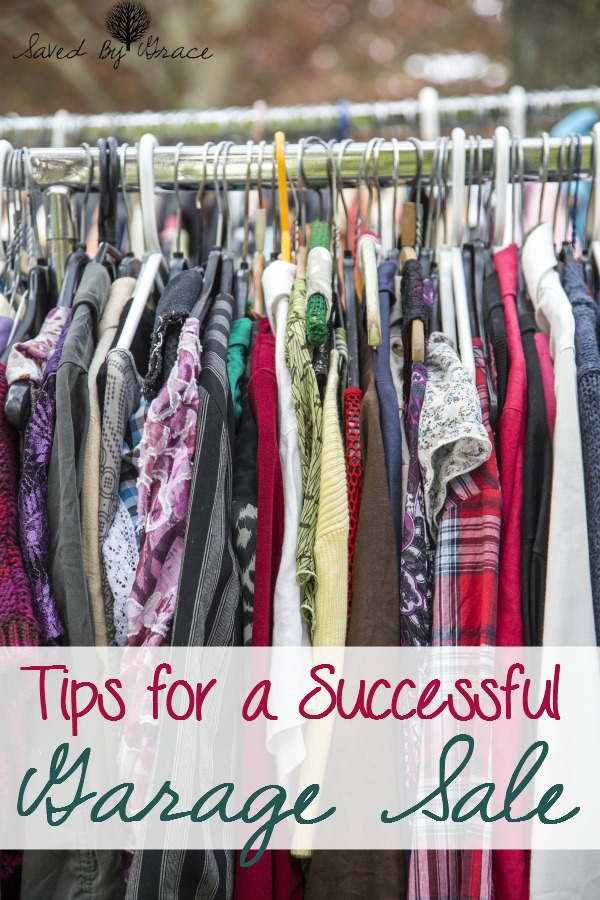 Tips for a successful garage sale- warm weather is here! Get ready to throw a good yard sale with these tips!