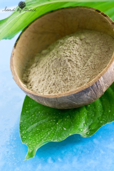10 Best Ways to Use Bentonite Clay- Bentonite clay can be used for many DIY beauty regimens and detox uses at home. Here are 10 ways to use Bentonite clay!
